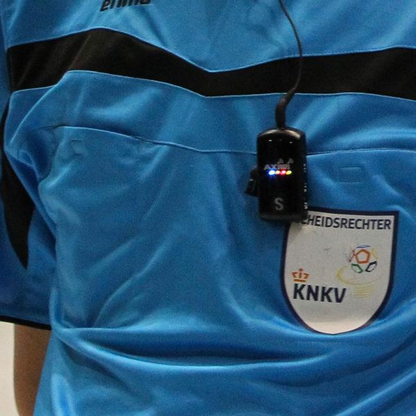 Scheidsrechters Headsets Op Knvb Shirt